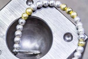 Kugelarmband zweifarbig von BijouxStadelmann Themenbild