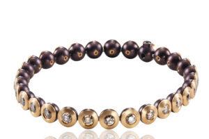Bracelet mit braunen Brillanten bg-white