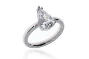 Ring mit Diamanttropfen von BijouxStadelmann in Platin mit Chatongriff